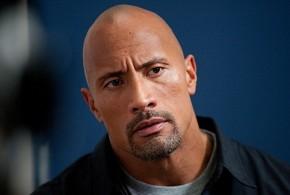 Dwayne 'The Rock' Johnson plasma sus huellas en Hollywood